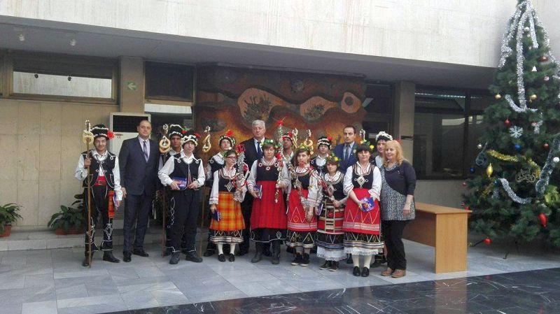 Деца с увреждания сурвакаха служителите на Областна администрация – Пловдив