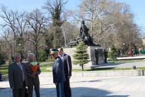 Главният секретар Борислав Димов поднесе цветя от името на Областна администрация-Пловдив пред паметника на Гюро Михайлов