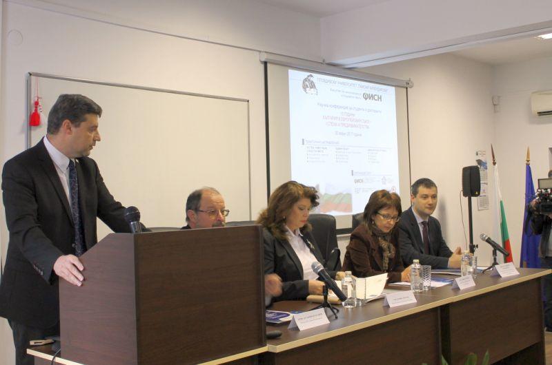 Зам.-областният управител Владимир Петров участниците в научната конференция - 10 години България в Европейския съюз – успехи и предизвикателства