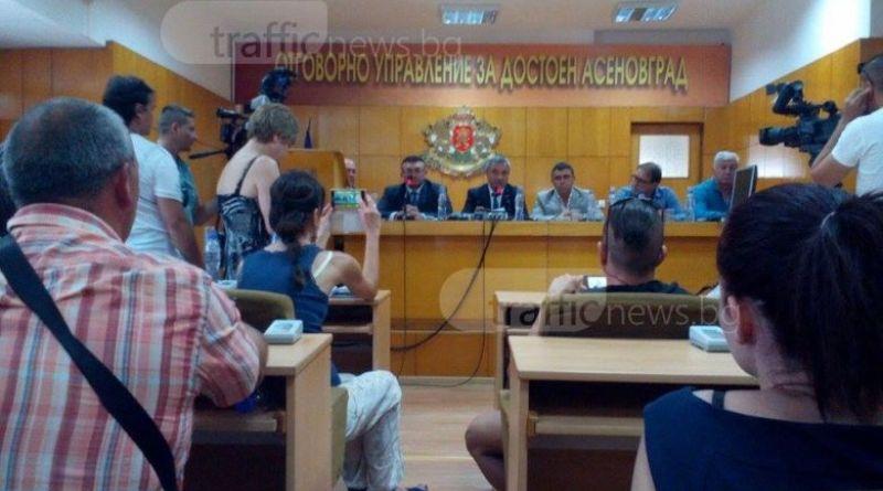 Областният управител Здравко Димитров на среща с протестиращите в Асеновград