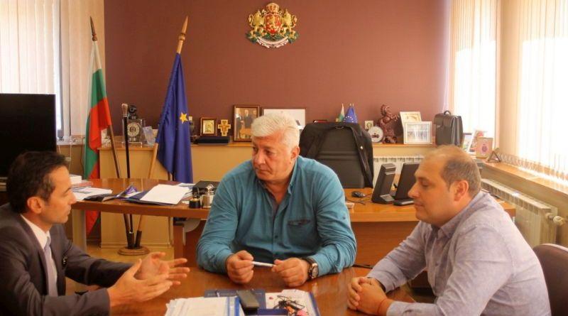 Генералният консул на Турция Хюсеин Ергани обсъди конфликта в Асеновград с областния управител Здравко Димитров