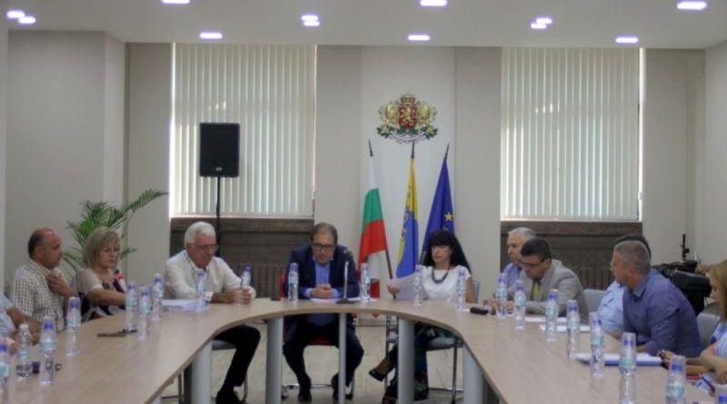 Евелина Апостолова и главният експерт по сигурността Валери Баранов присъстваха на работна среща с инициативния комитет на протестиращите в Асеновград