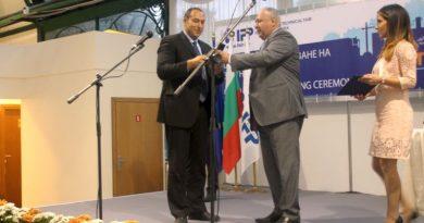 Зам.-областният управител Петър Петров връчи златните медали в категория Машиностроене на Пловдивския панаир