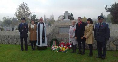 Зам. областният управител Евелина Апостолова положи цветя пред паметника на загиналите английски войници