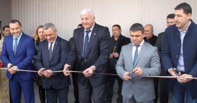 Областният управител Здравко Димитров и вицепремиерът Валери Симеонов откриха обновена полицейска приемна в кв. Шекер махала
