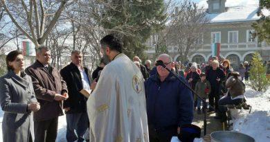 Заместник областният управител инж. Димитър Керин положи венец пред паметника на загиналите във войните от Куклен