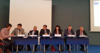 Зам. областният управител г-жа Евелина Апостолова приветства участниците в семинар за Регионалните научни центрове