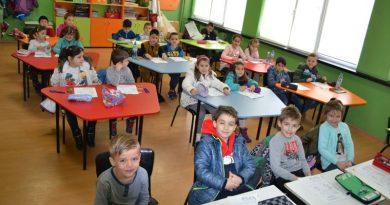 За осма поредна година с подкрепата на областния управител се състезават деца и ученици, обичащи математиката