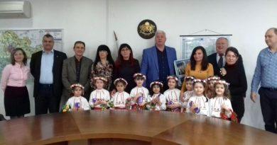 Лазарки зарадваха служителите в Областна администрация - Пловдив