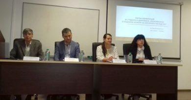 Зам. областният управител г-жа Евелина Апостолова приветства студенти и докторанти от ПУ