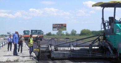 Областният управител направи инспекция рехабилитацията на 22 километровата отсечка от автомагистрала Тракия