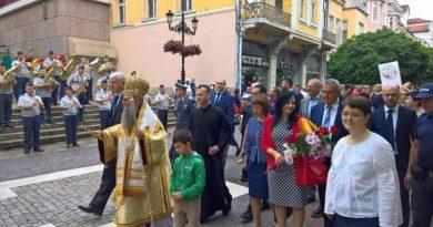 Областният управител Здравко Димитров и Пловдивският Митрополит Николай предвождаха празничното шествие на 24 май