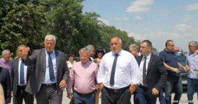 Премиерът Бойко Борисов и областният управител Здравко Димитров направиха инспекция на рехабилитацията на две от най-важните пътни артерии в областта
