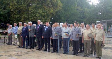 Областният управител Здравко Димитров присъства на военния парад по случай бойния празник на Пловдивския гарнизон
