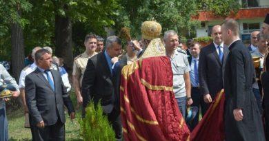 """Заместник областният управител инж. Димитър Керин и главният секретар Борислав Димов присъстваха на освещаването на параклис в авиобаза """"Граф Игнатиево"""""""