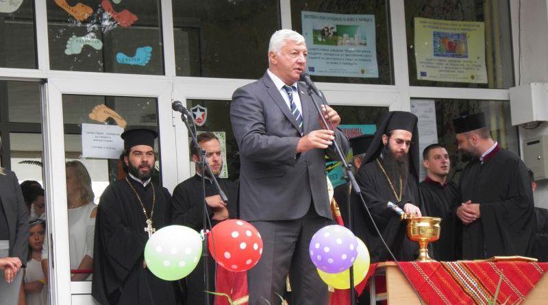 Областният управител Здравко Димитров, заместникът му Петър Петров и Митрополит Николай поздравиха за първия учебен ден