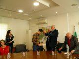 Областният управител награди с медал д-р Тодор Горанов и медицинската сестра Варта Шопова от УМБАЛ Св. Георги