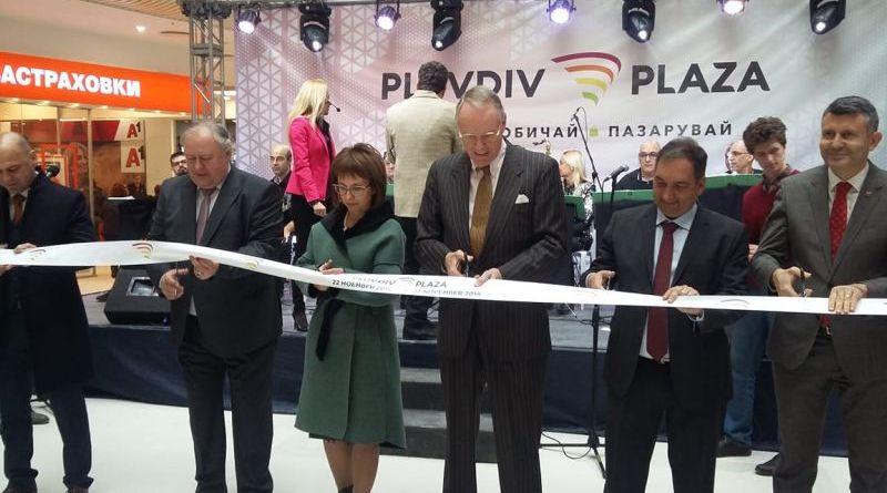Заместник областният управител Петър Петров преряза лентата за официалното откриване на мол PЗаместник областният управител Петър Петров преряза лентата за официалното откриване на мол Plovdiv Plazalovdiv Plaza