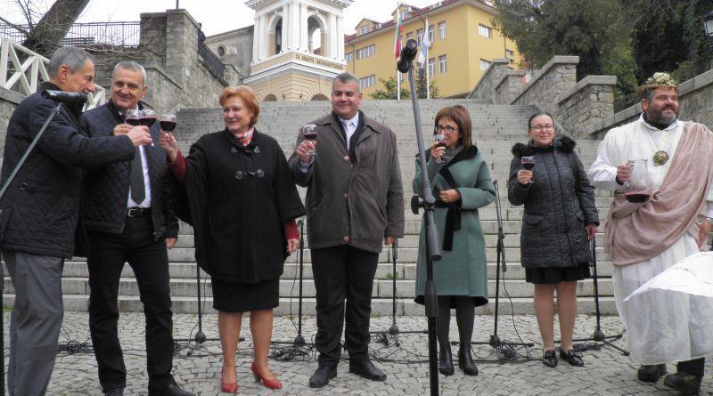 Заместник областният управител Димитър Керин бе сред официалните гости на десетото издание на Дефиле на младото вино
