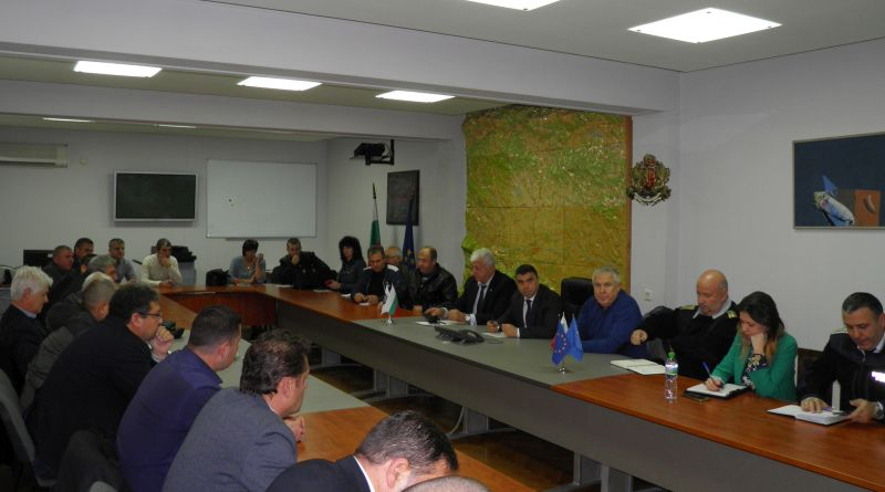 Областният управител Здравко Димитров и старши комисар Атанас Илков проведоха рутинна работна среща във връзка със зимното снегопочистване