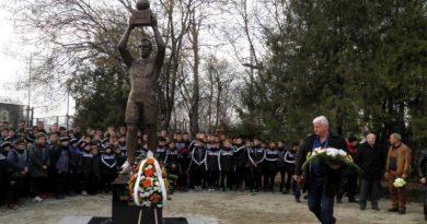 Областният управител Здравко Димитров положи венец пред паметника на Аян Садъков
