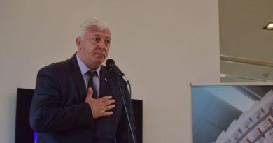 Областният управител връчи наградата на вестник Стандарт