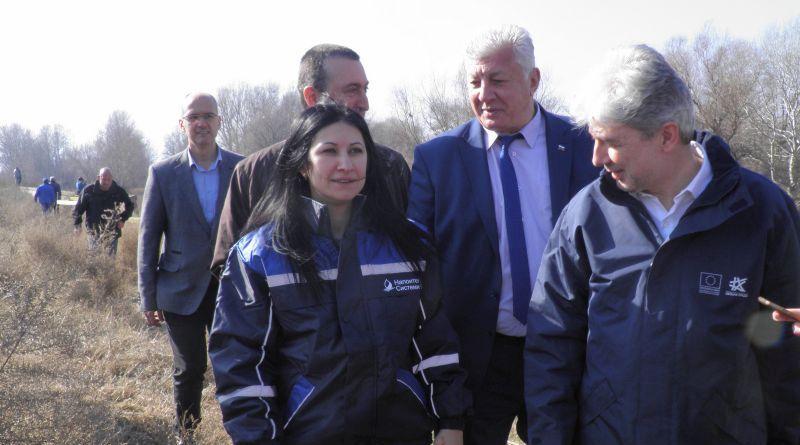 Областният управител Здравко Димитров и министър Нено Димов инспектираха укрепителните дейности в коритото на река Чая
