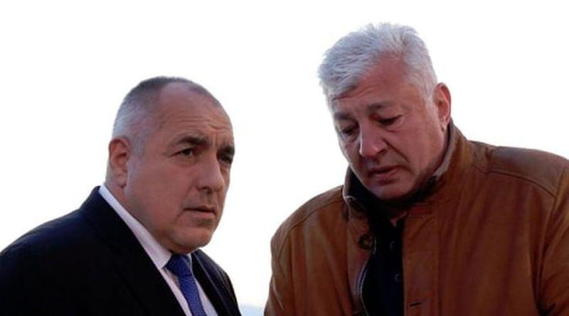 Областният управител Здравко Димитров запозна министър-председателя Бойко Борисов с детайлите по инцидента с дерайлиралия в ранните сутрешни часове влак на гара Пловдив.