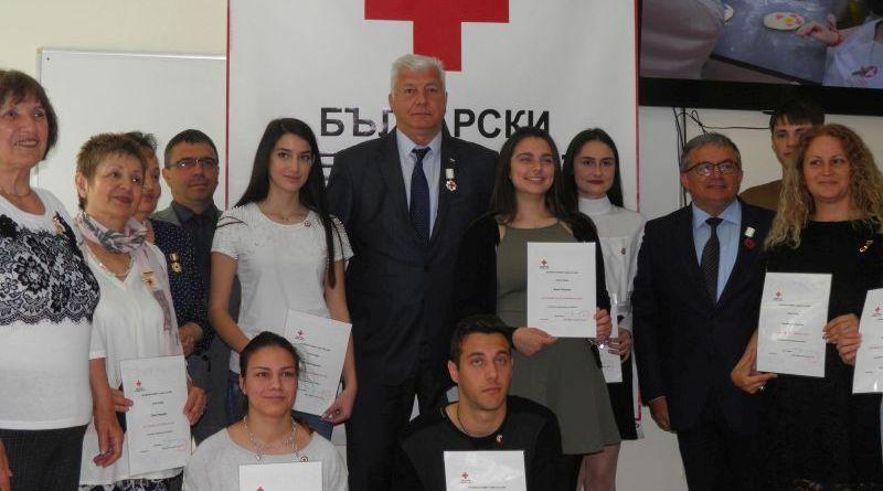 Областният управител беше награден от БЧК със сребърен медал за заслуги