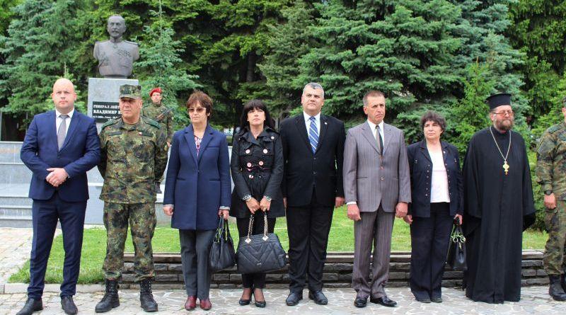 Заместник областните управители Евелина Апостолова и Димитър Керин присъстваха на тържеството отбелязване на 151-годишнината от рождението на генерал Владимир Вазов