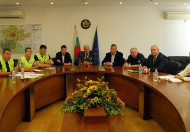 """Областният управител свика среща за решаване на проблема със застрояването на парка зад хотел """"Санкт Петербург"""""""