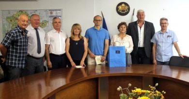 Областният управител Здравко Димитров дари целият тираж от второто издание на книгата на Тодор Тончев