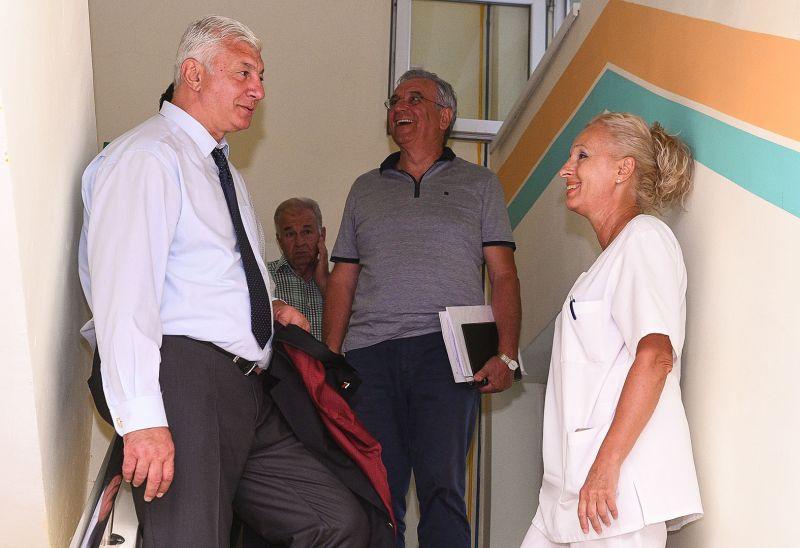 Областният управител се срещна с ръководството и персонала на болница Св. Пантелеймон