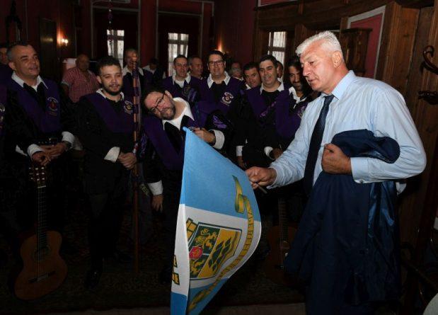 Областният управител посрещна музикантите от испанската трупа Ла Туна