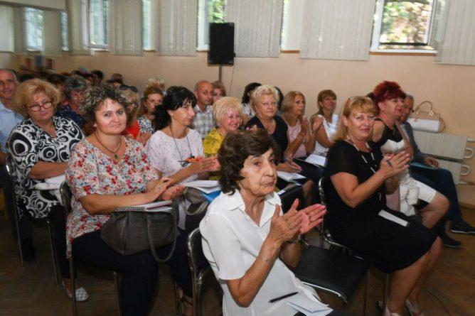 Областният управител Здравко Димитров приветства участниците в работно съвещание по въпросите на образованието