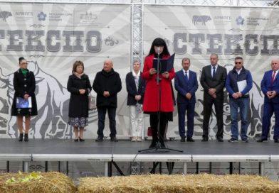 Заместник областният управител Евелина Апостолова приветства участниците в 4-ото издание на СТЕКСПО