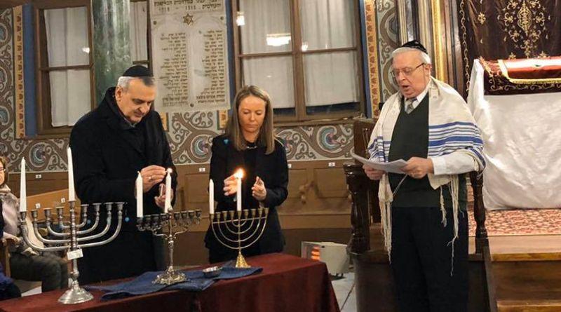 Дани Каназирева запали основната свещ на Ханука