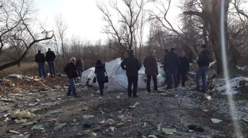 Експерти от Областна администрация провериха незаконно сметище на река Чая край Катуница