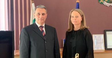 Ректорът на УТХ проф. Пламен Моллов бе гост на областния управител Дани Каназирева