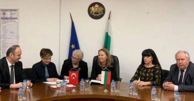 Нейно превъзходителство г-жа Айлин Секизкьок – новоназначеният посланик на Република Турция, направи своята официална визита в град Пловдив и се срещна с Областния управител г-жа Дани Каназирева.