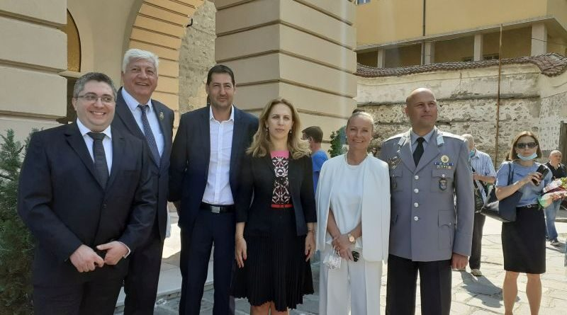 Областният управител Дани Каназирева присъства на тържествената литургия за Успение на Пресвета Богородица в едноименния катедрален храм в Пловдив