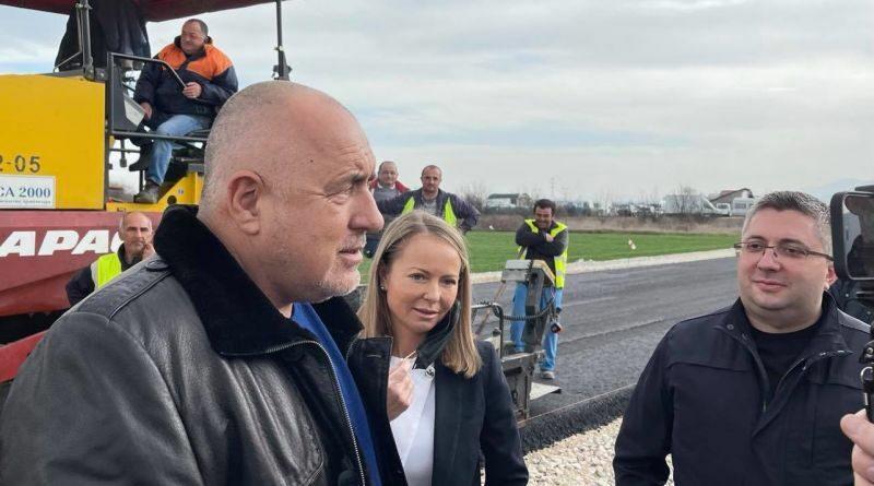 Премиерът Борисов със заместник-министър Нанков и областният управител Каназирева провериха изграждането на локалните платна на пътя Пловдив-Асеновград