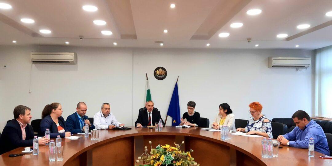 Областният управител проведе среща със 17 РИК, кани представителите на политическите партии и коалиции на кръгла маса