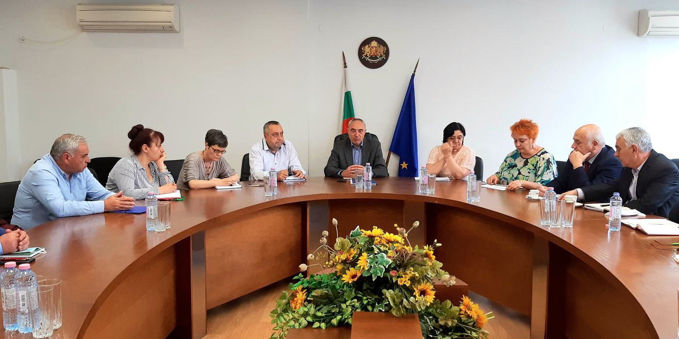 Областната управа се срещна със секретарите на общини в областта