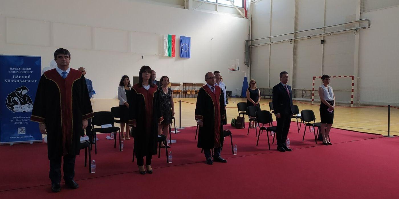 Даниела Николова присъства на тържественото връчване на дипломите на абсолвентите от ЮФ
